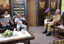 Gubernur Ganjar Pranowo saat menerima kunjungan dari APTI Jateng terkait rencana kenaikan cukai tembakau, kemarin.