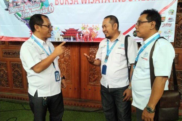 Ketua DPD ASPPI Jateng Robert Wahyu Nofri (kiri)
