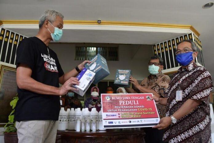 Bantuan masker dan hand sanitizer