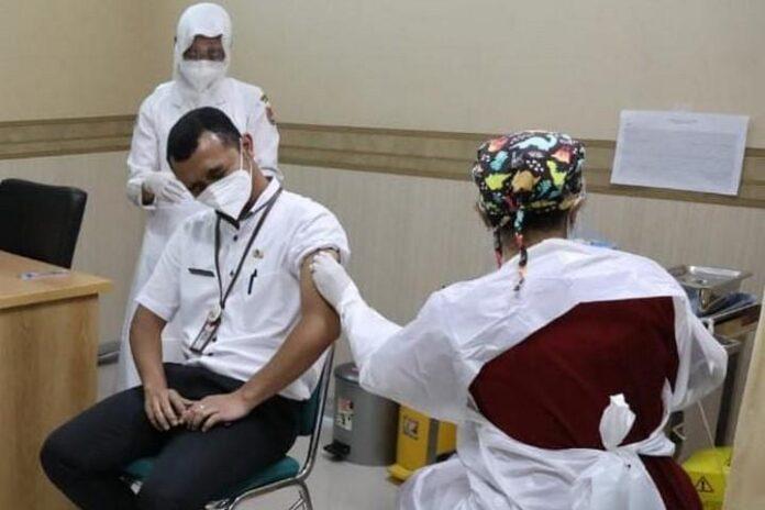 Penyuntikan vaksinasi
