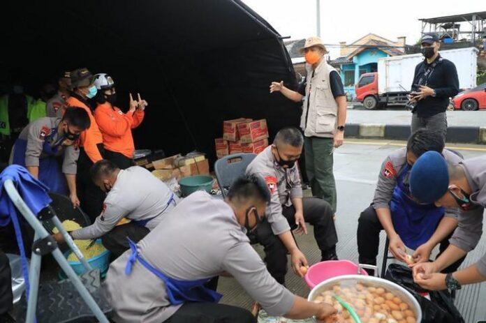 Dapur umum bagi warga terdampak banjir