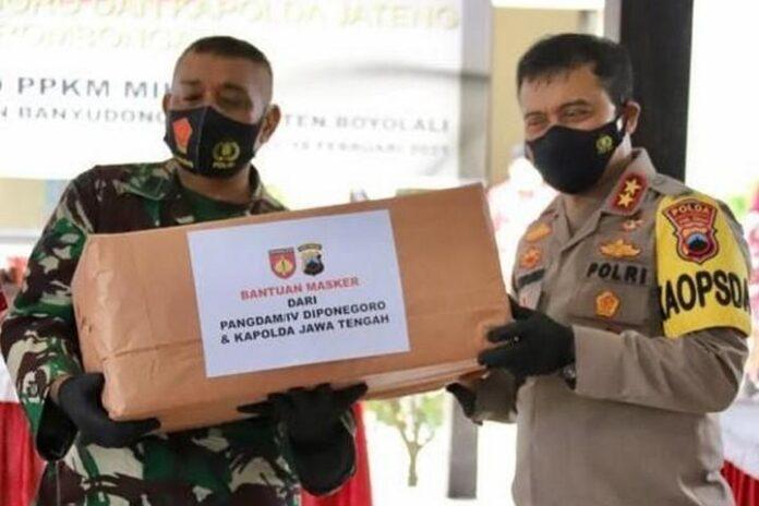 Bantuan masker kepada anggota Babinsa