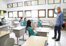 Ganjar Pranowo saat meninjau salah satu sekolah di Kota Salatiga
