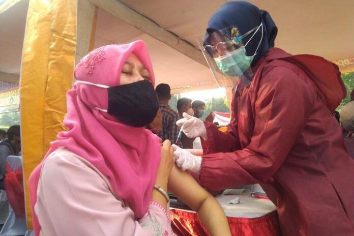 Vaksinasi di Simpang Lima