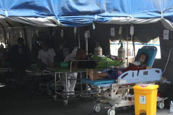 Tenda darurat di RSUD Moewardi Solo